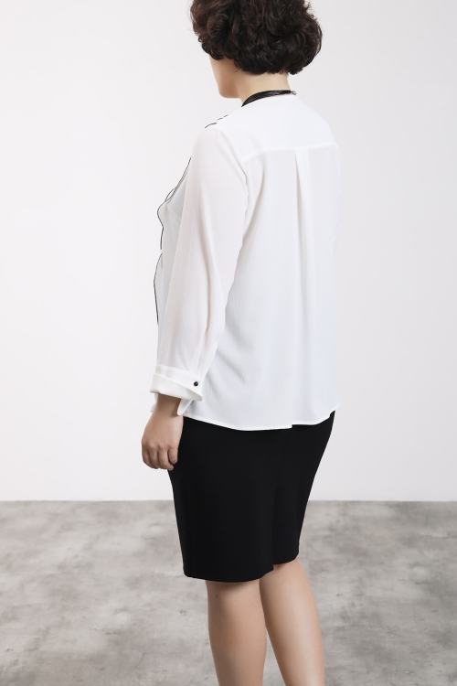 Chemise avec bouton bride