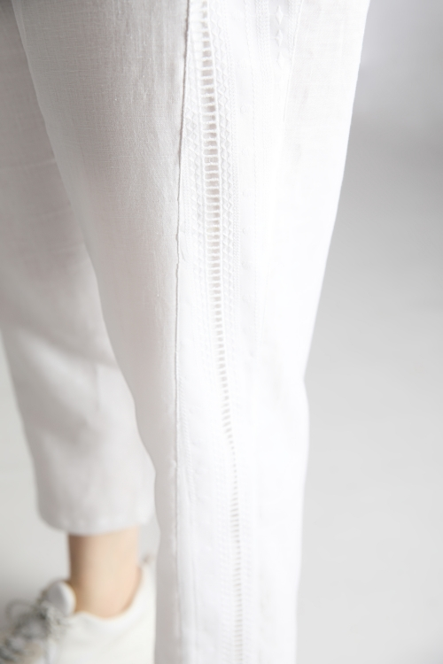 Linen trousers and lace hooks