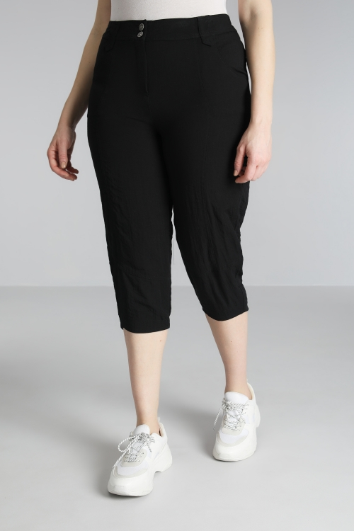 Cropped trousers with low cut