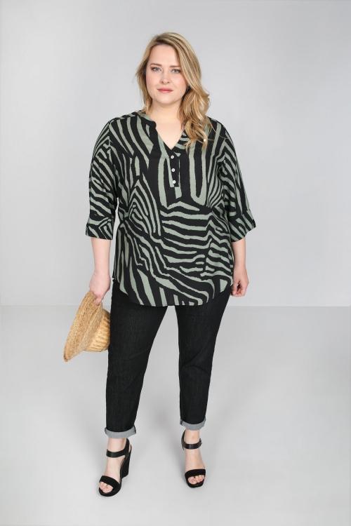 Buttoned zebra blouse