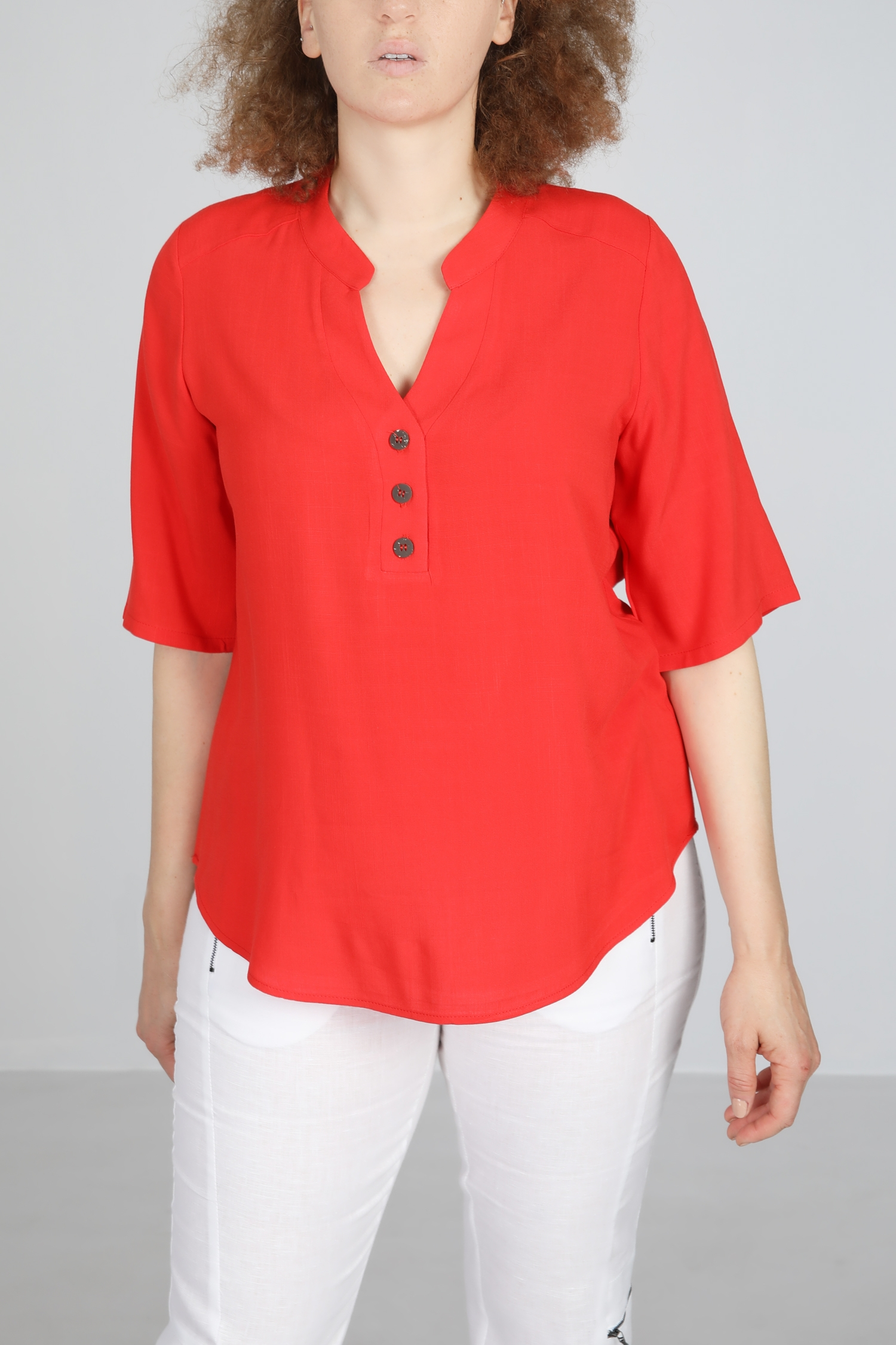 Top touched linen Tunisian collar