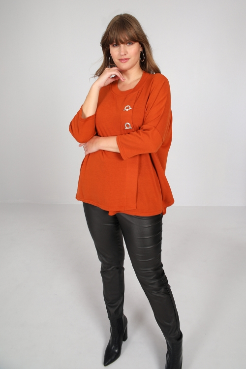Fine knit sweater with eyelet