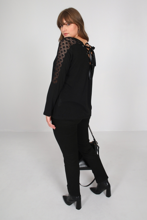 Fine knit sweater with lace and lacing