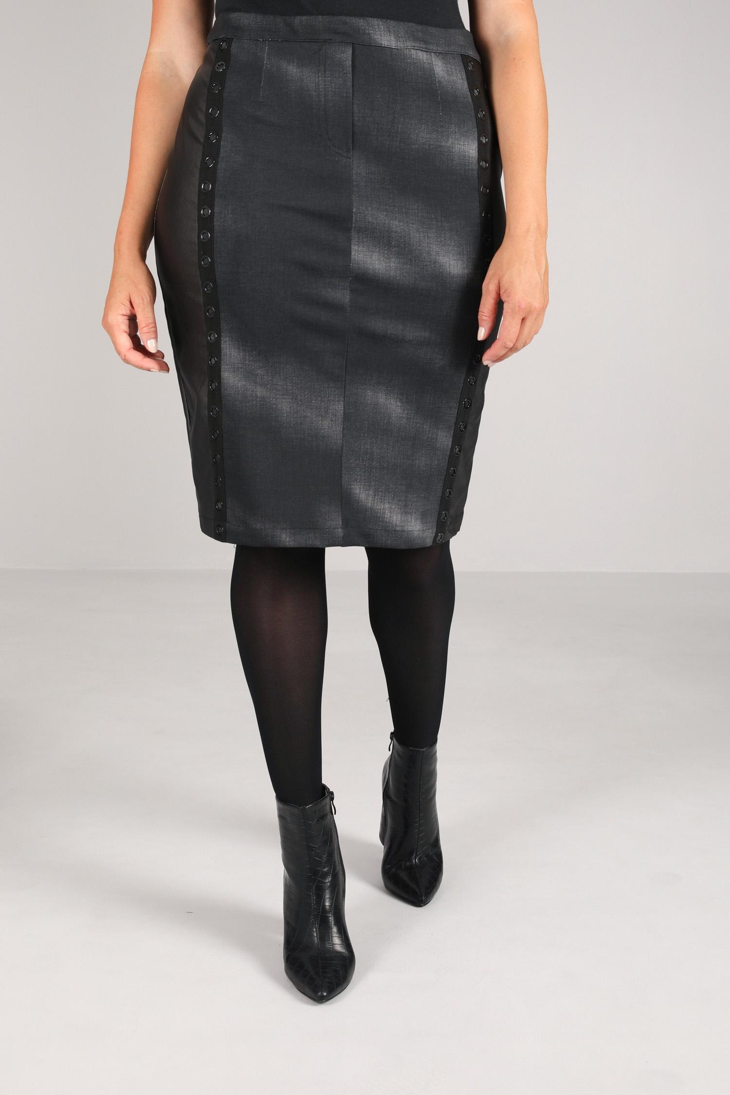 Bi-material straight skirt