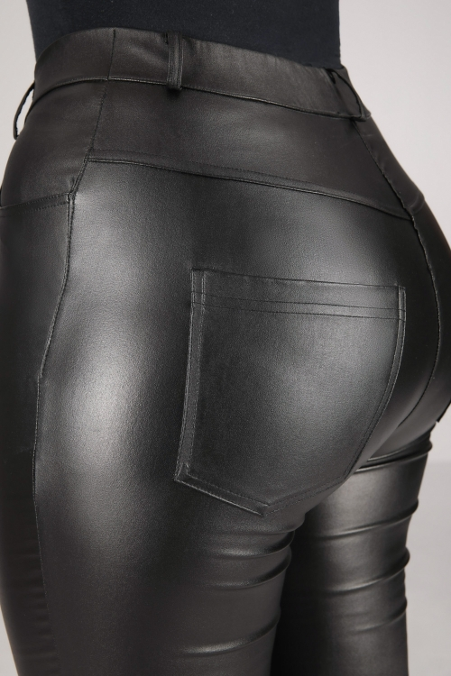 5-pocket pants in faux leather