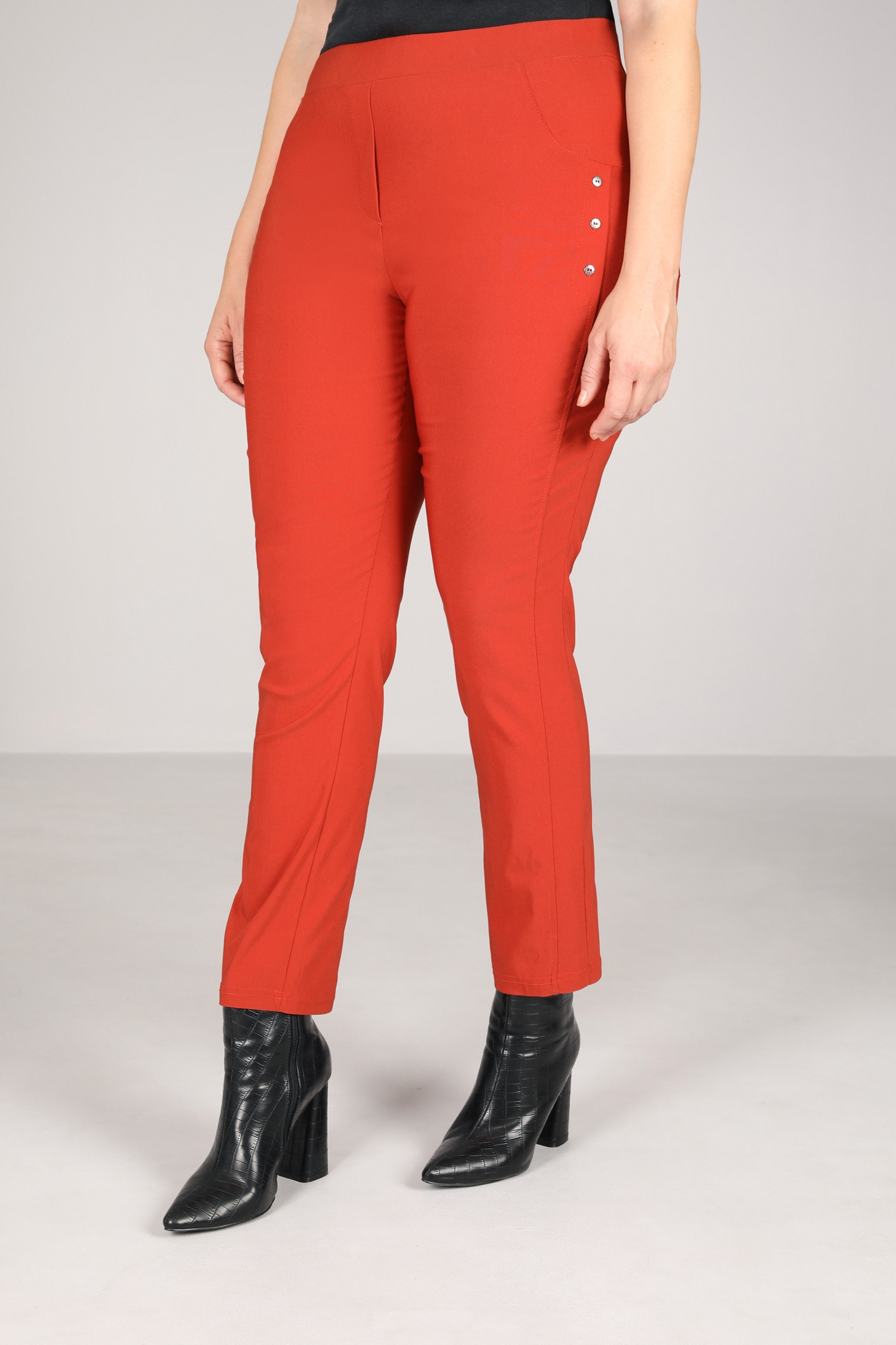 Stylish pants with buttons