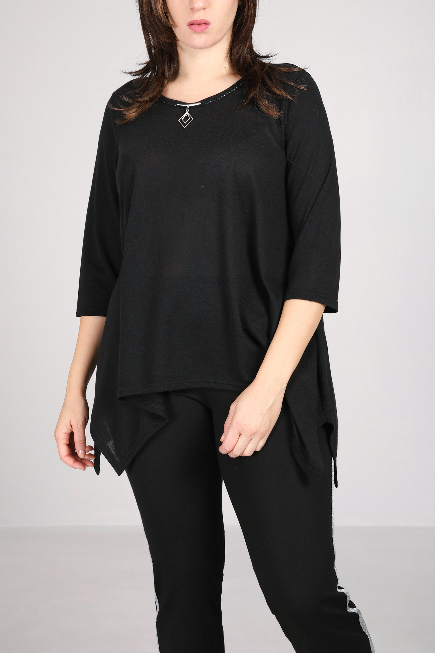 Knitted tunic with jewel