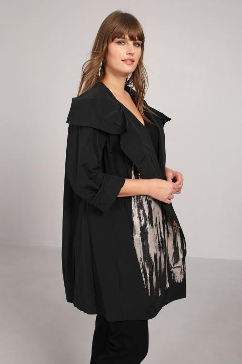 Waterproof coat with screen printing