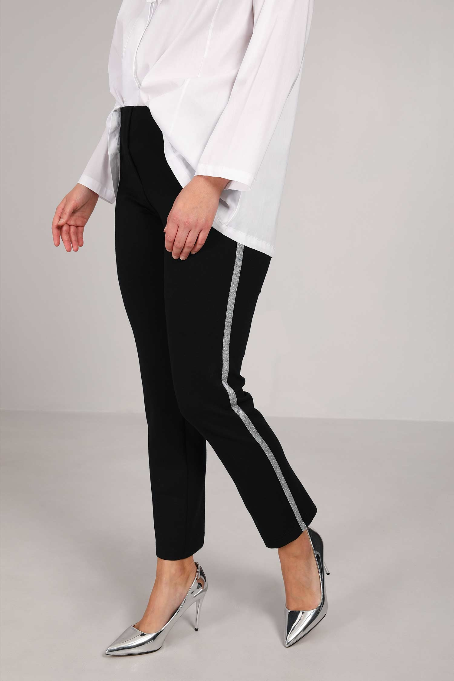 Stretch pants with side braid
