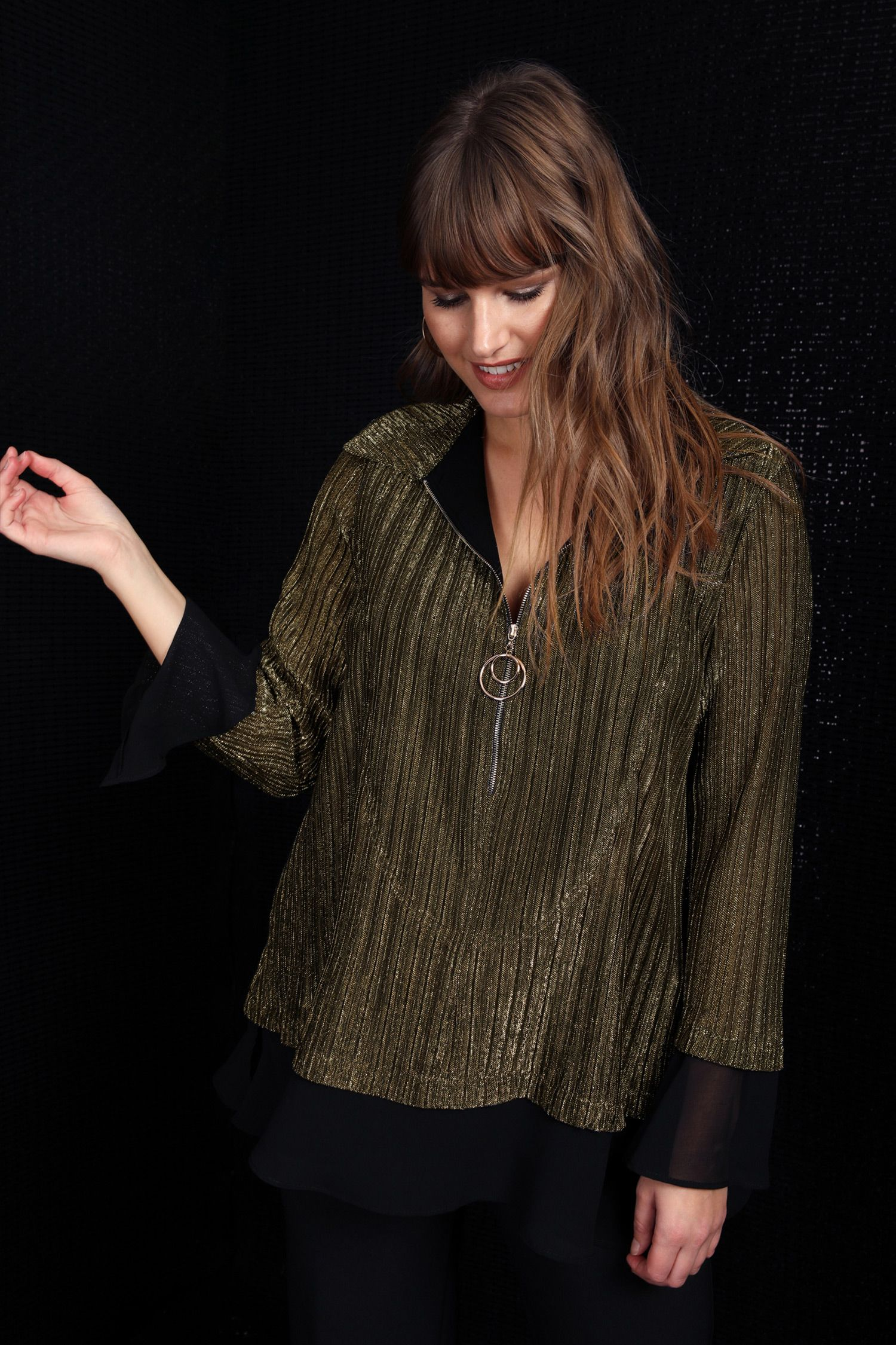 Top in pleated bronze and veil