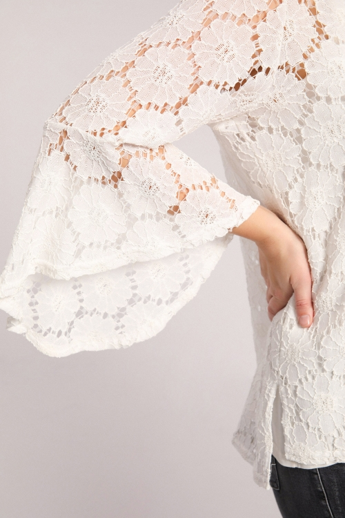 lace blouse / top