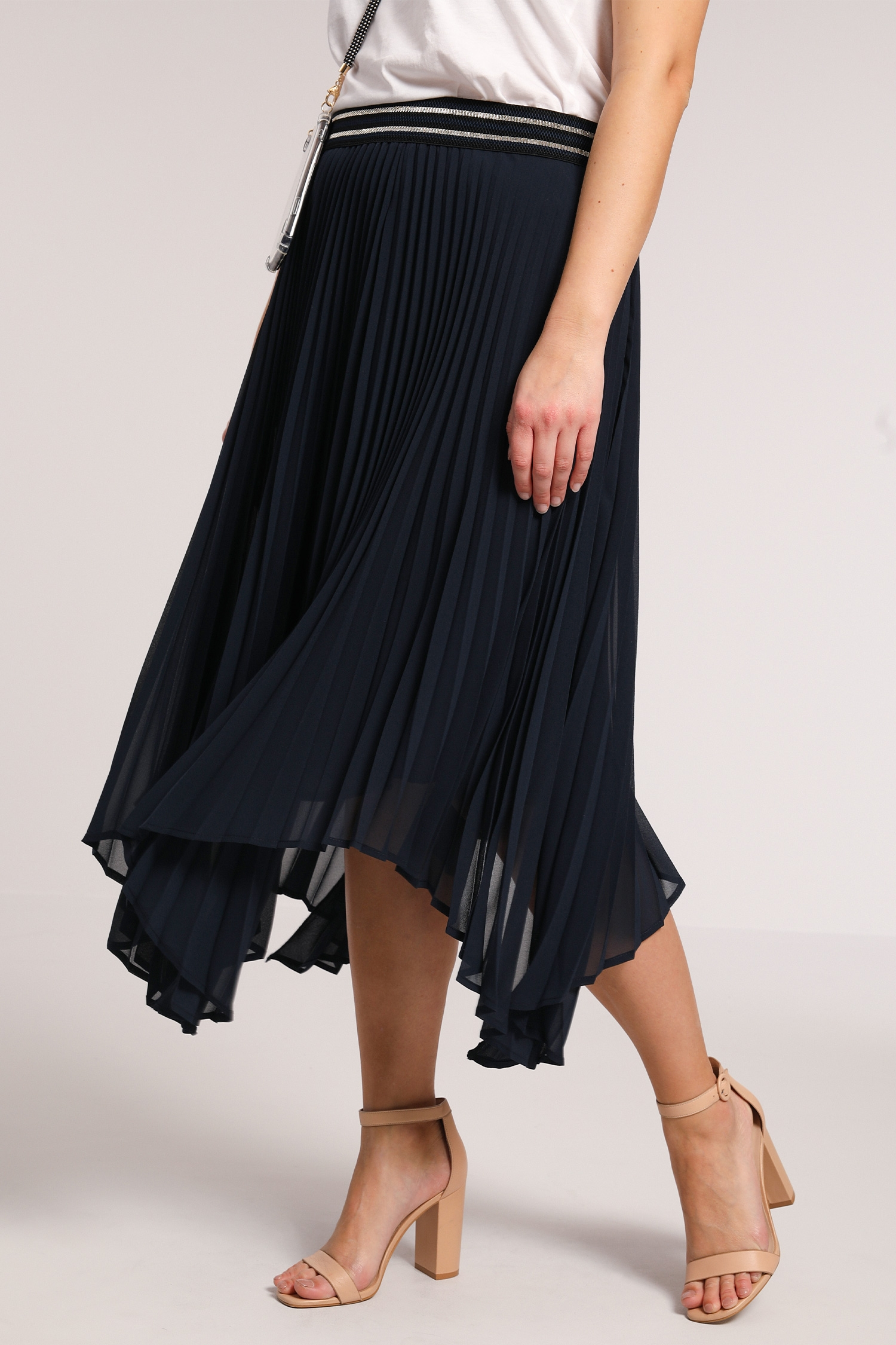 Asymmetric pleated skirt