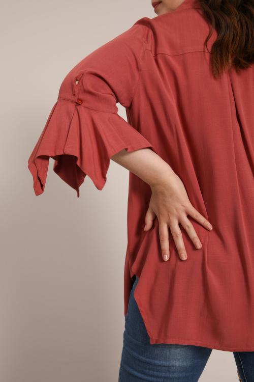 Plain shirt with frill cuffs