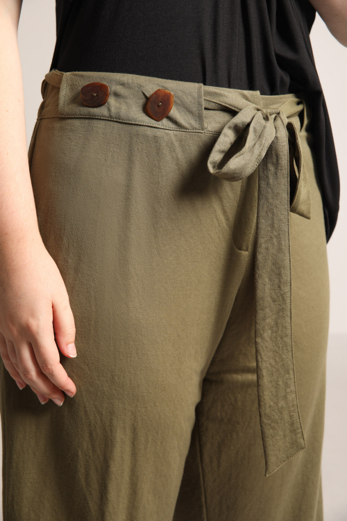 Fluid pants 7/8 tied at the waist