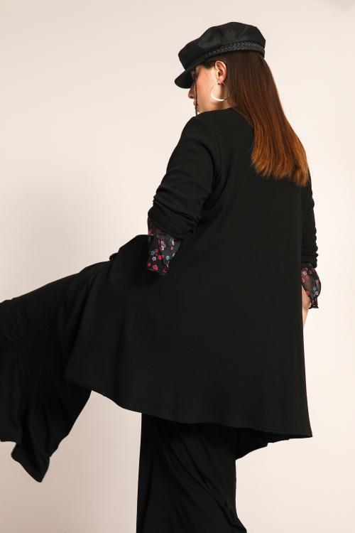 Fluid jacket in solid color