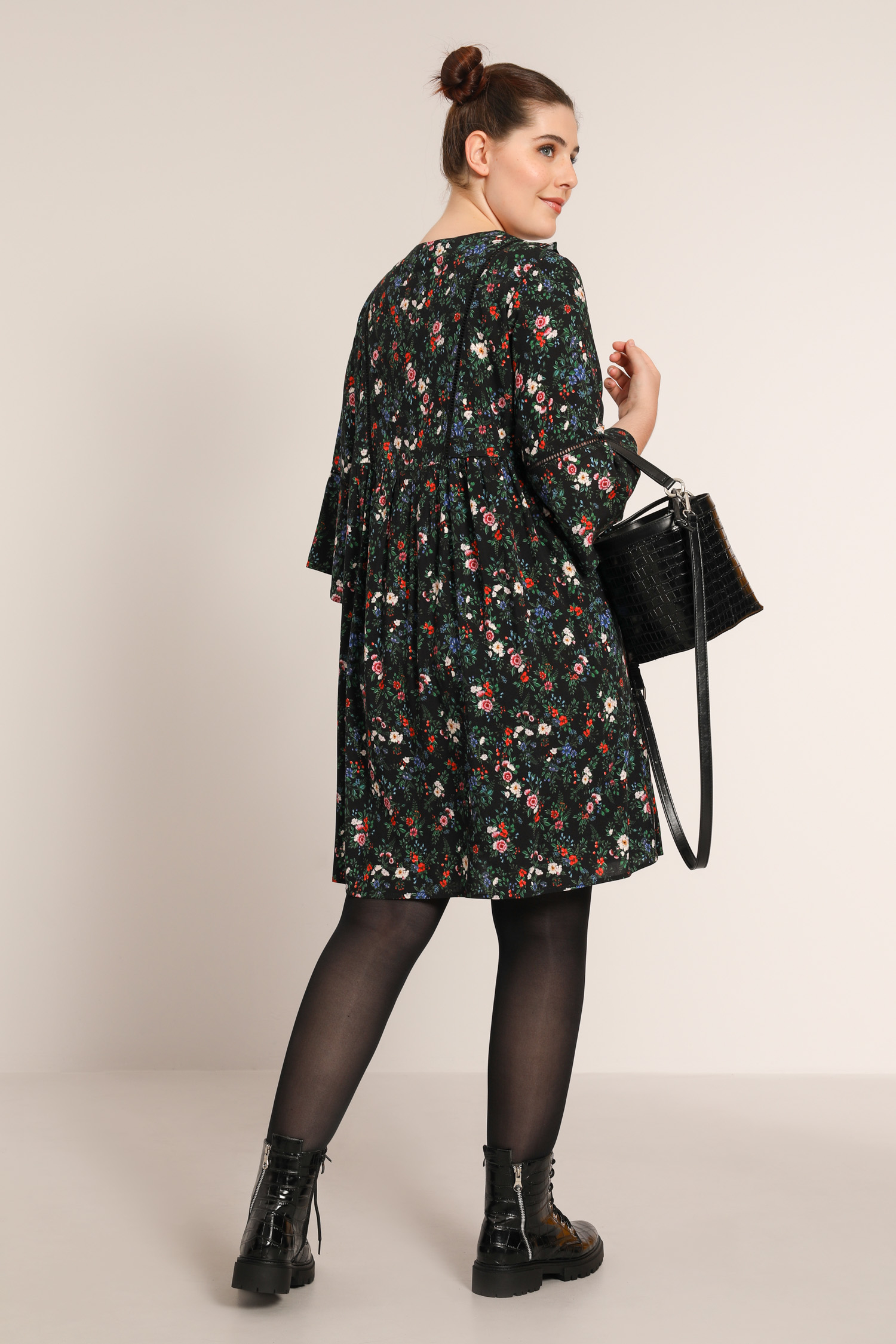 Printed dress with laces at the collar