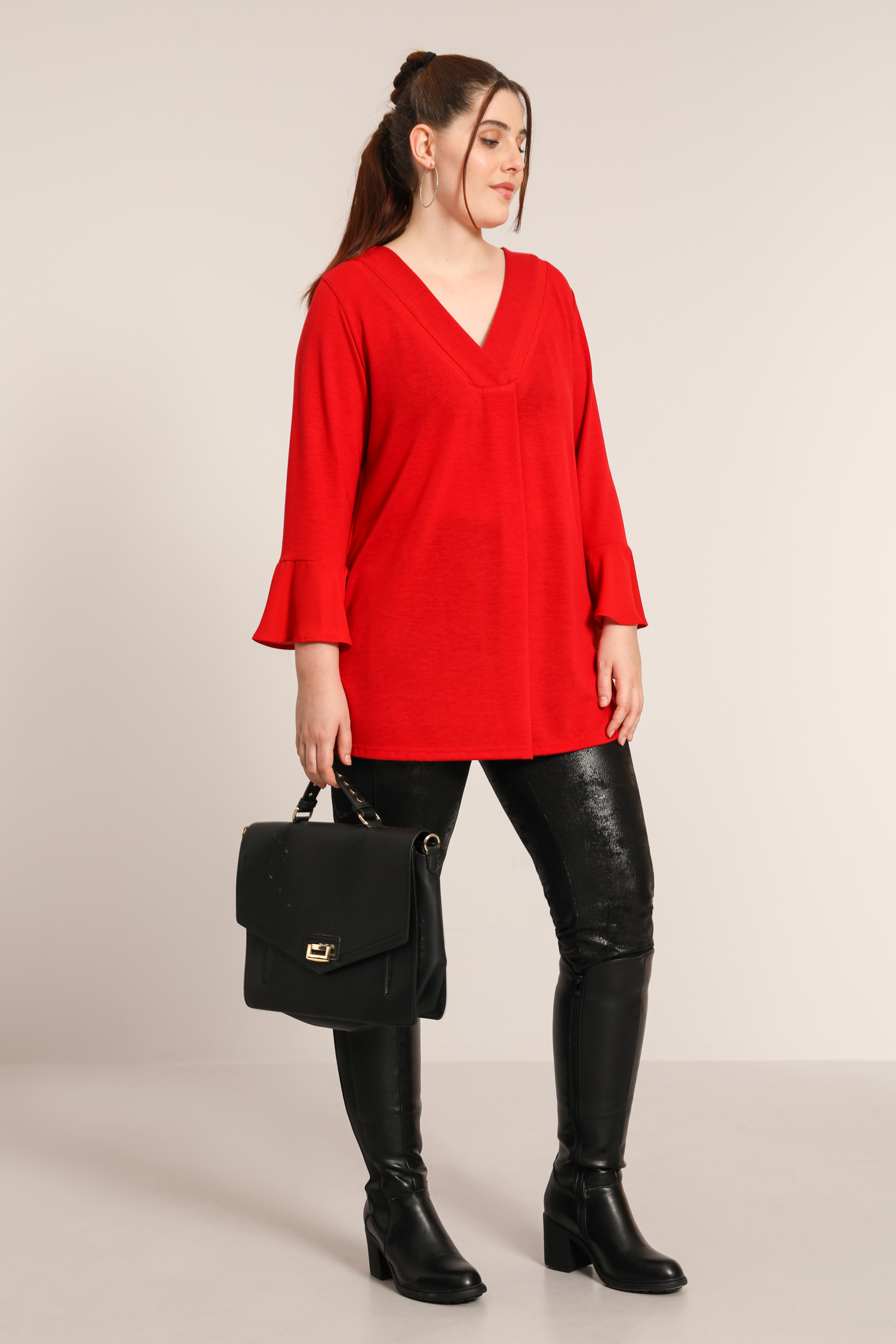 Fine knit sweater with ruffled sleeve