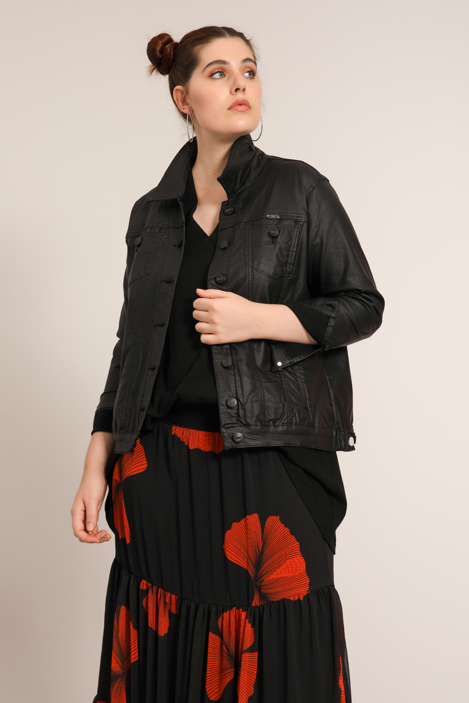 Coated jacket with topstitching
