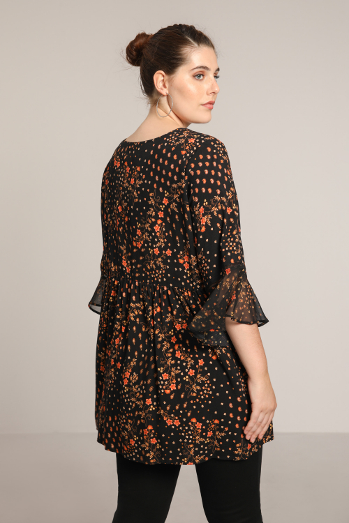Printed blouse with veils sleeves
