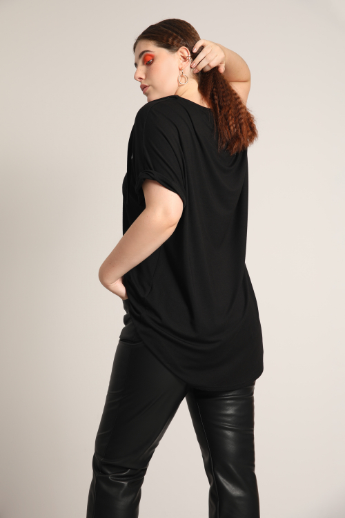 Plain knit t-shirt with a ring
