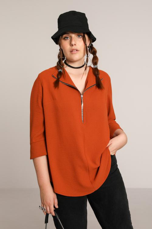 Plain blouse with zip
