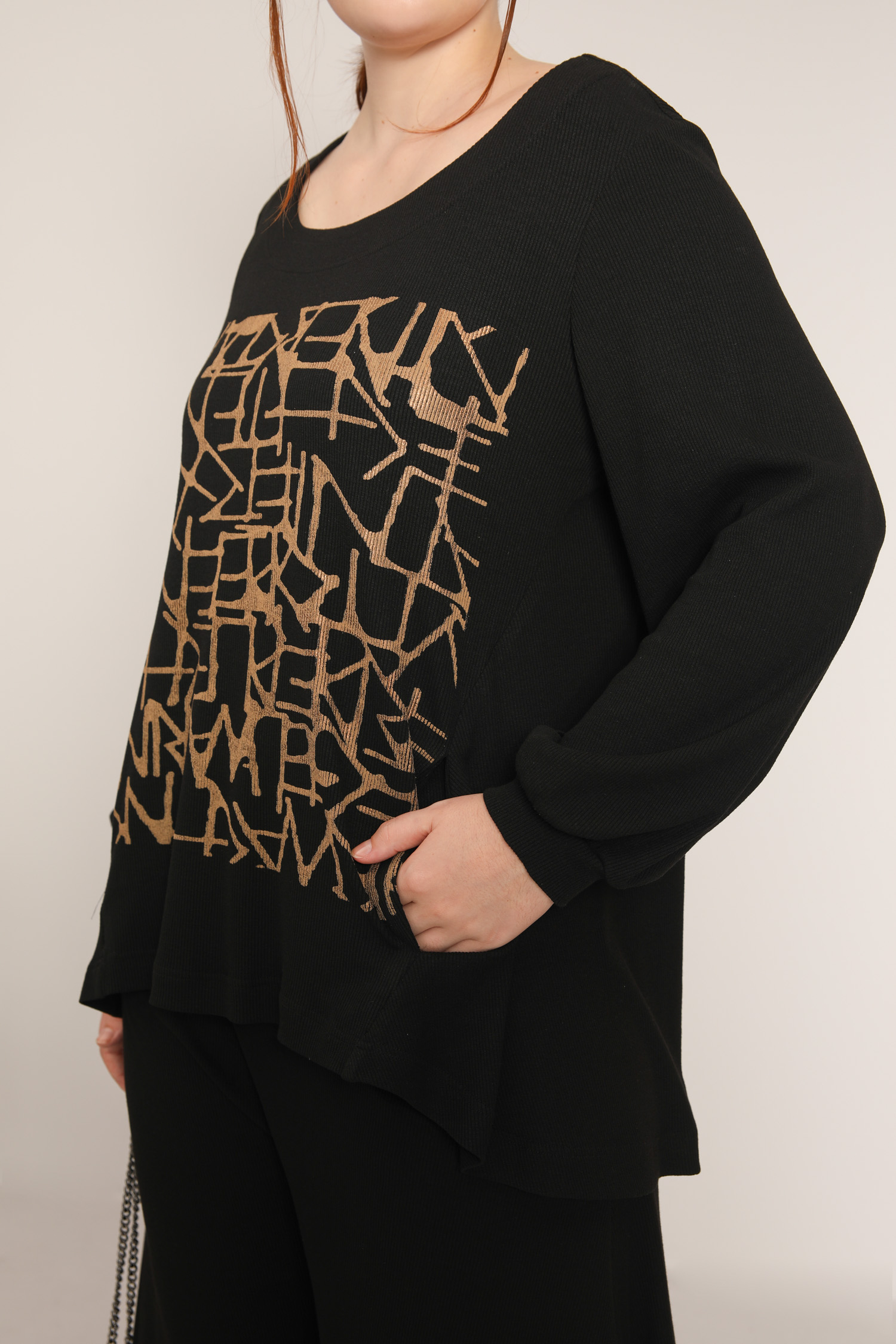 Knit sweater with screen printing (delivery October 25-30)