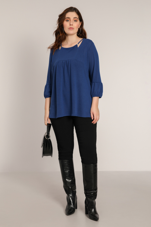 Plain knit sweater with neckline