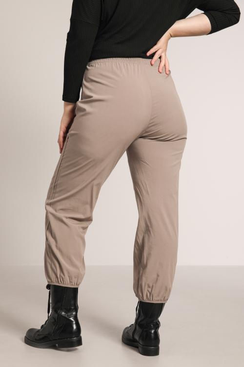 7/8 pants with gusset at the bottom
