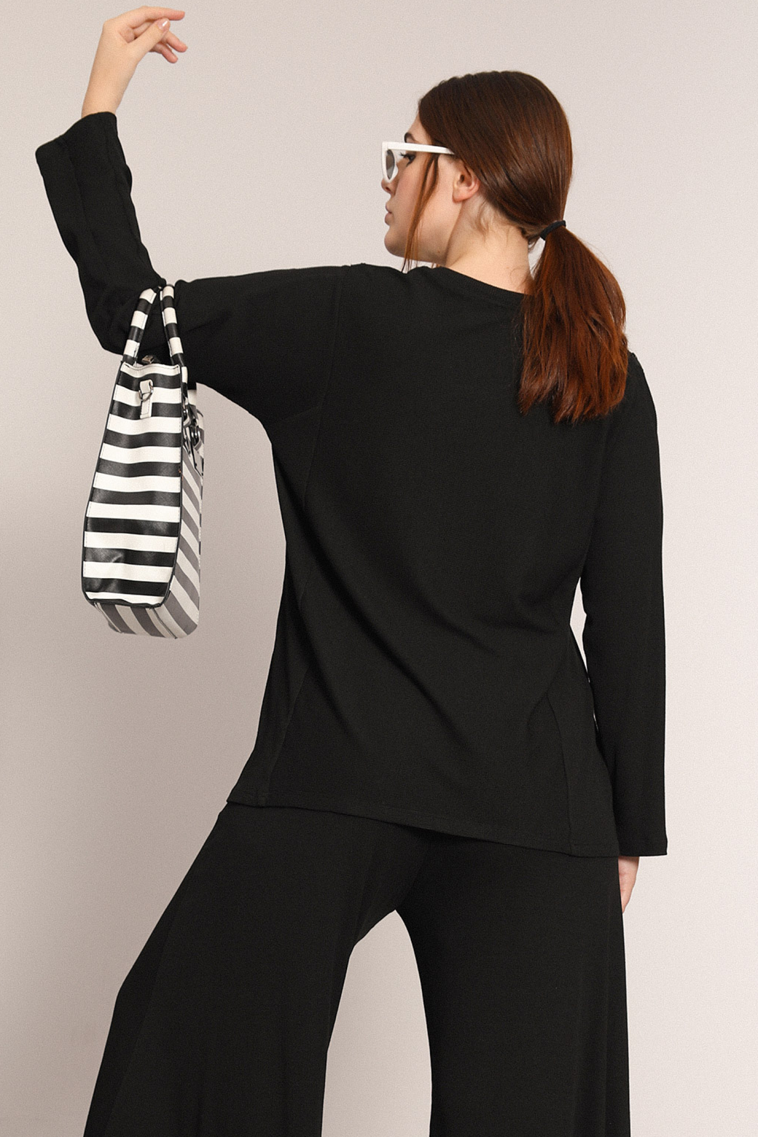 Plain knit sweater with zip (delivery October 25-30)