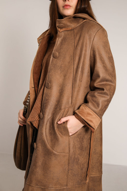 Long coat with reverse skin effect (delivery October 20/25).