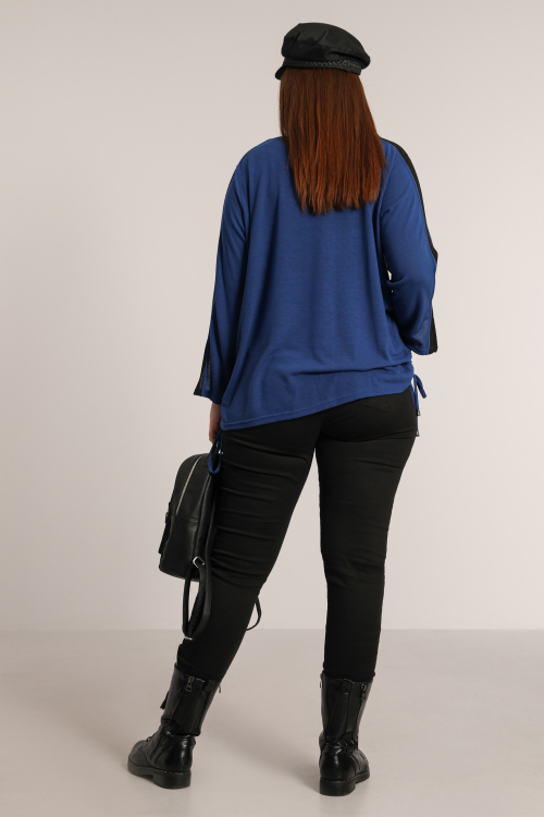 Two-tone knitted sweater with screen printing