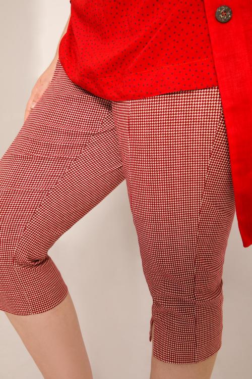 Houndstooth stretch capri pants
