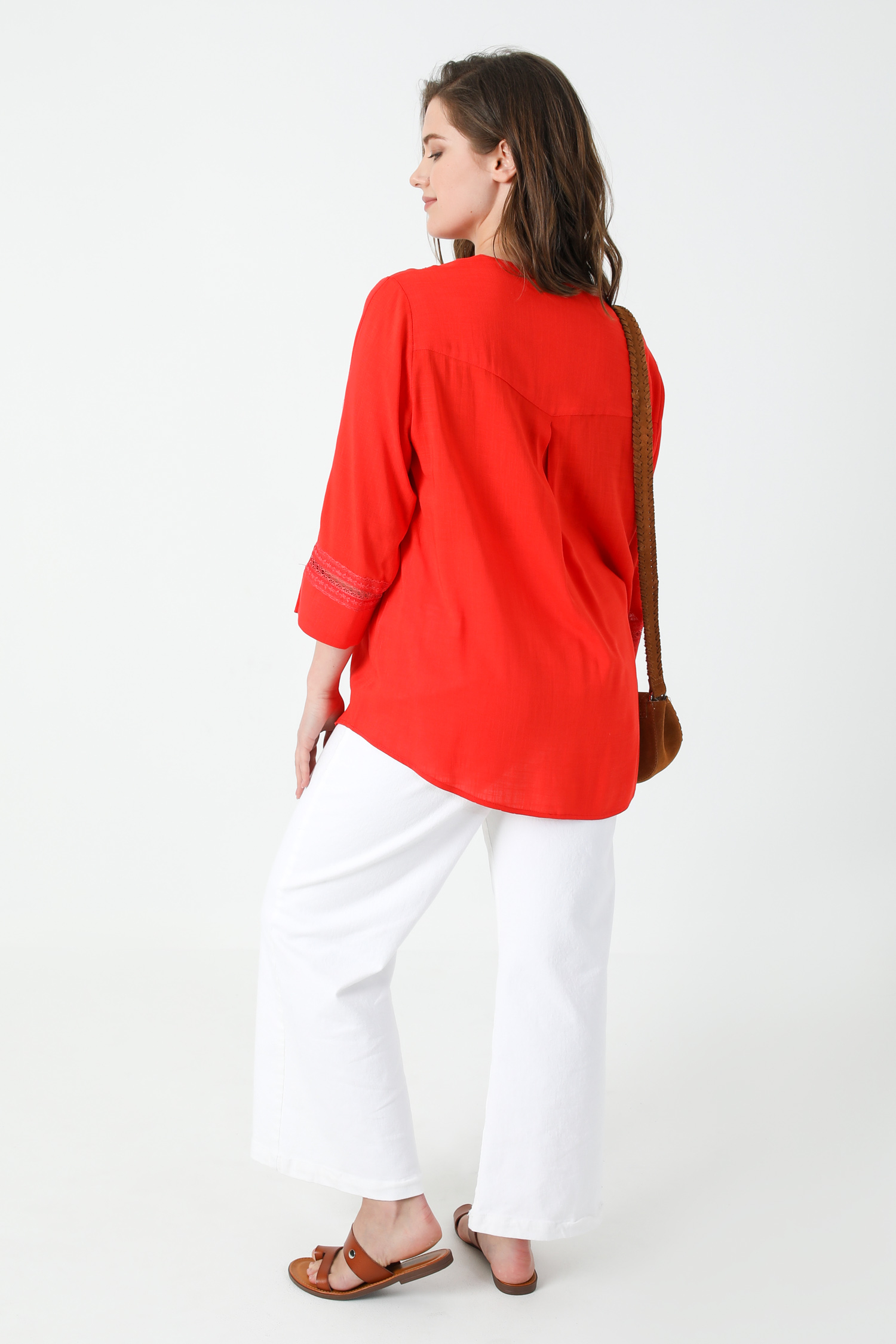 Viscose linen blouse with lace