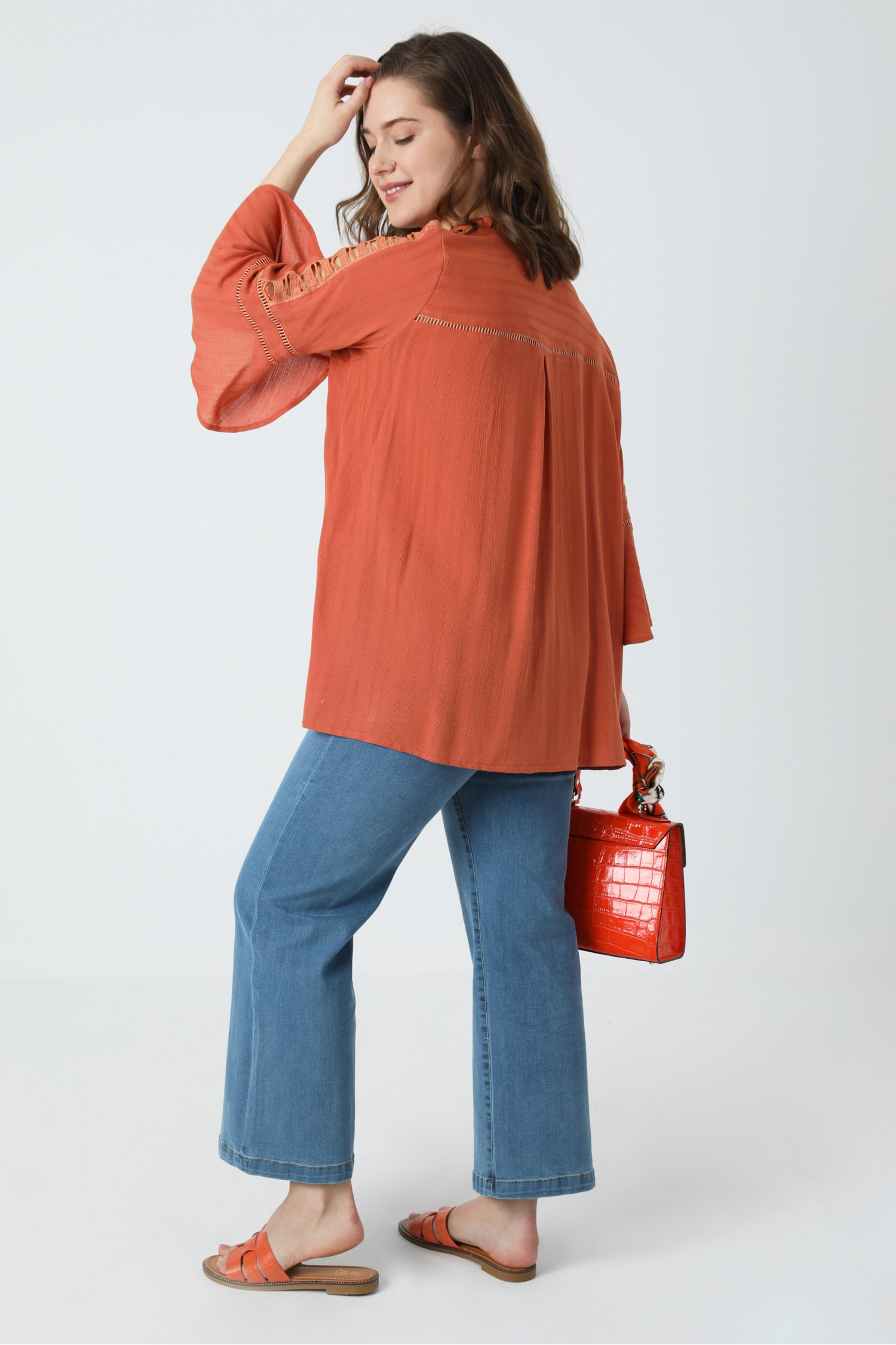 Plain blouse with decorative braid (expedition 10/15 March)