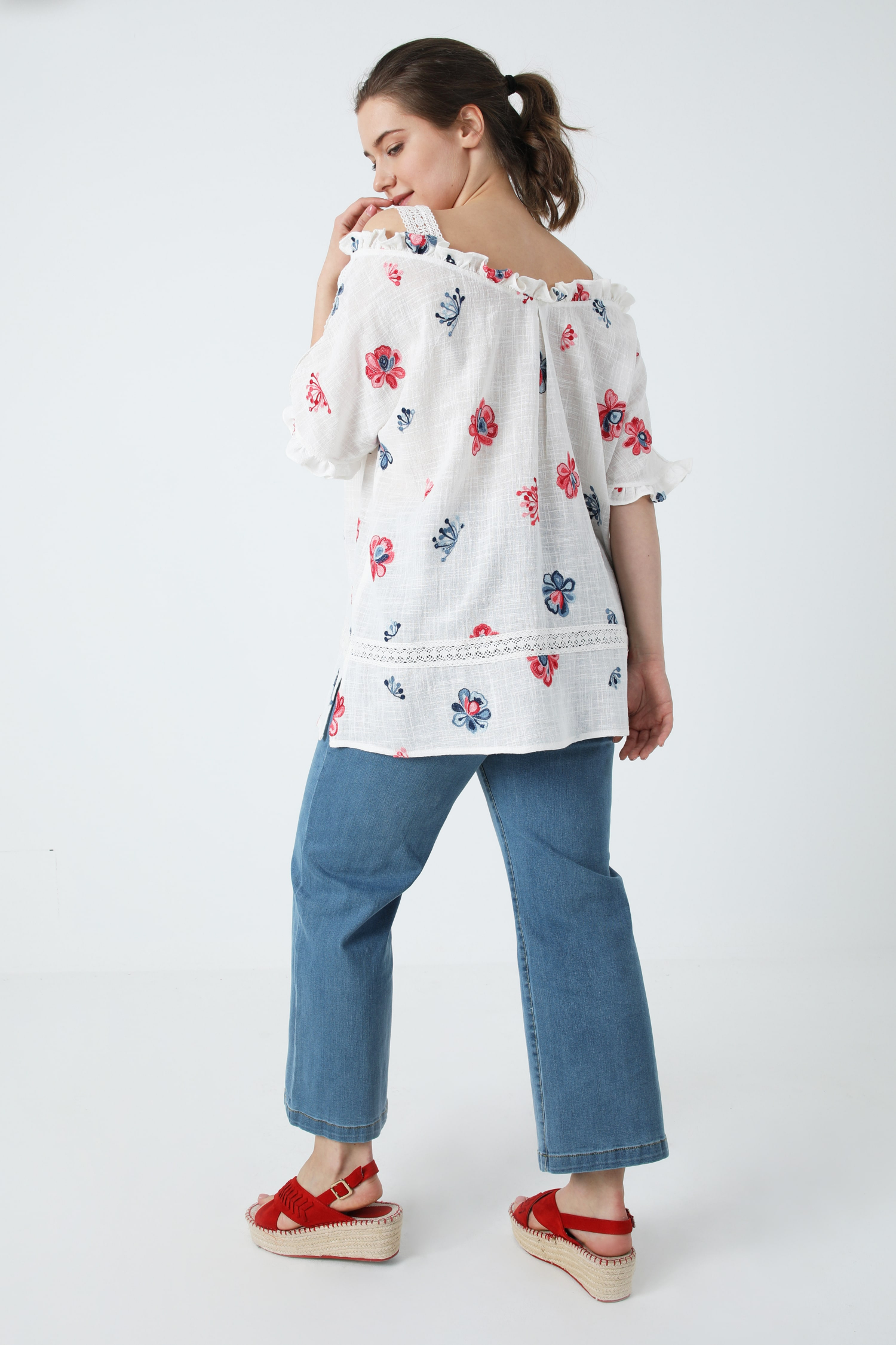 Flower embroidered cotton strappy blouse (shipping March 25/31)
