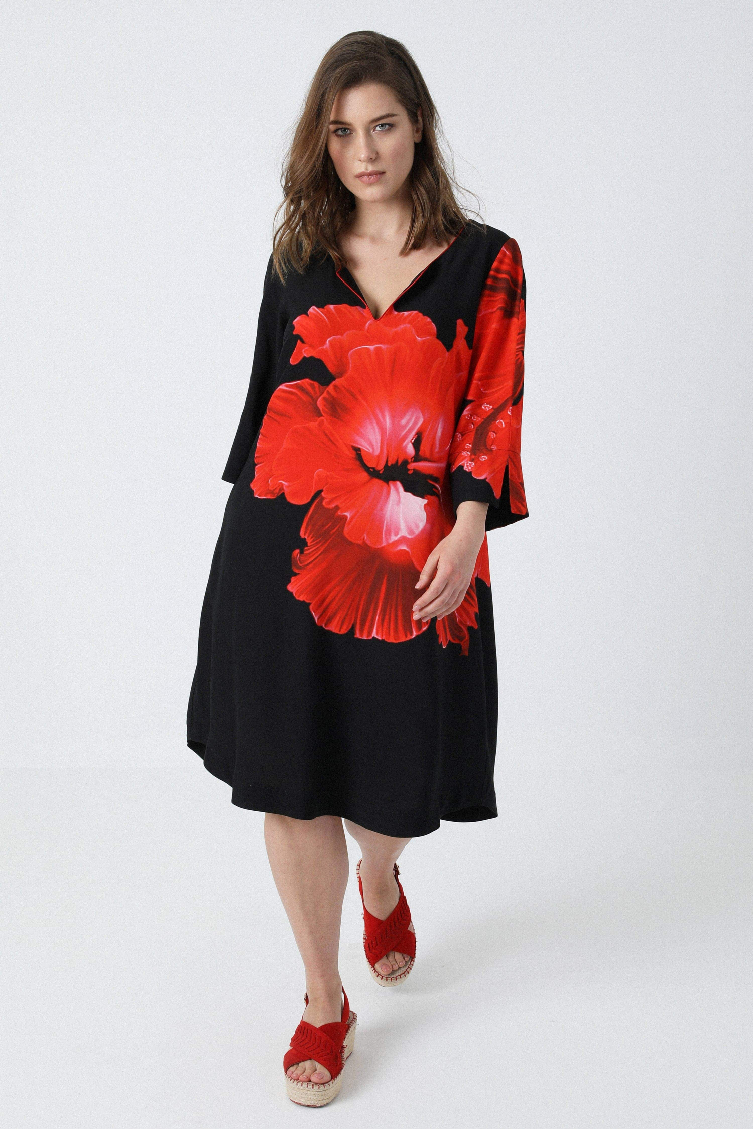 Straight viscose dress with placed design (shipping 15/20 March)