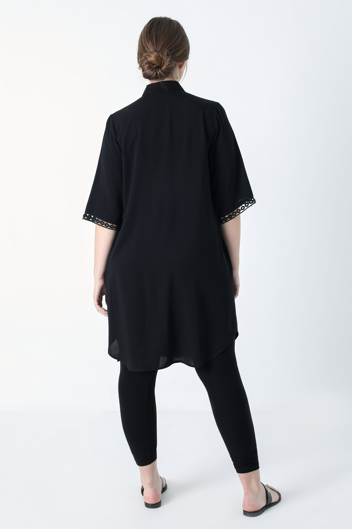 Long plain shirt with braid (Shipping 25/31 March).