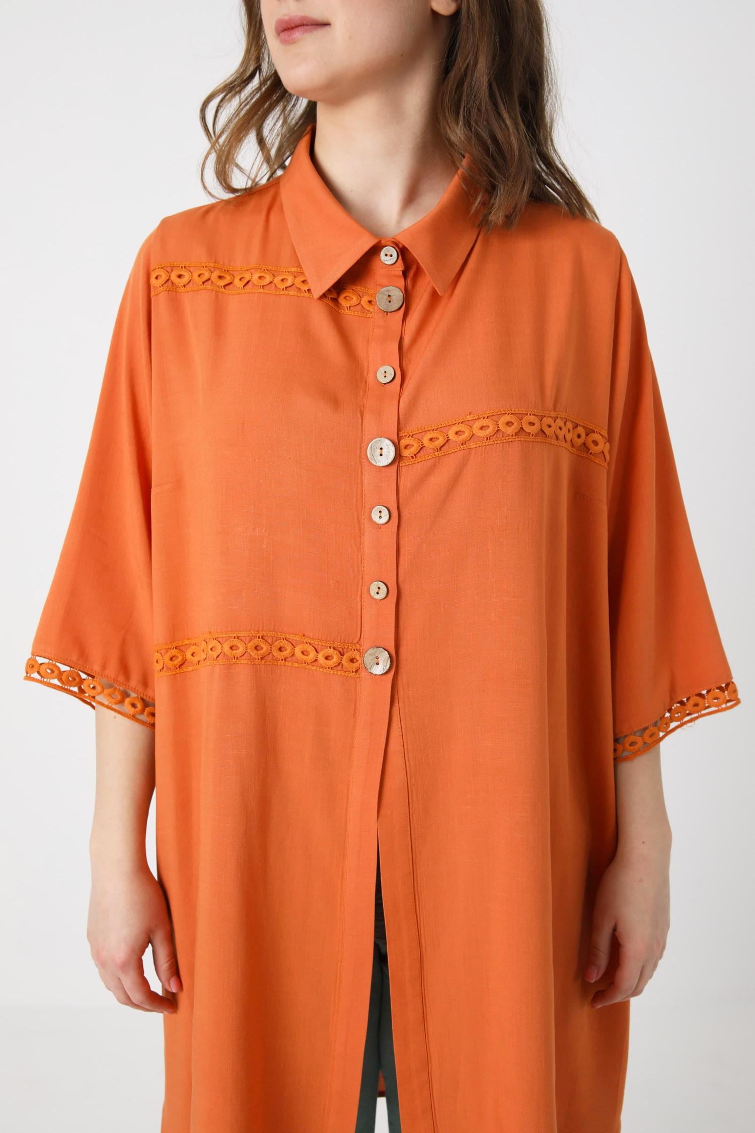 Long plain shirt with braid (Shipping 25/31 March).