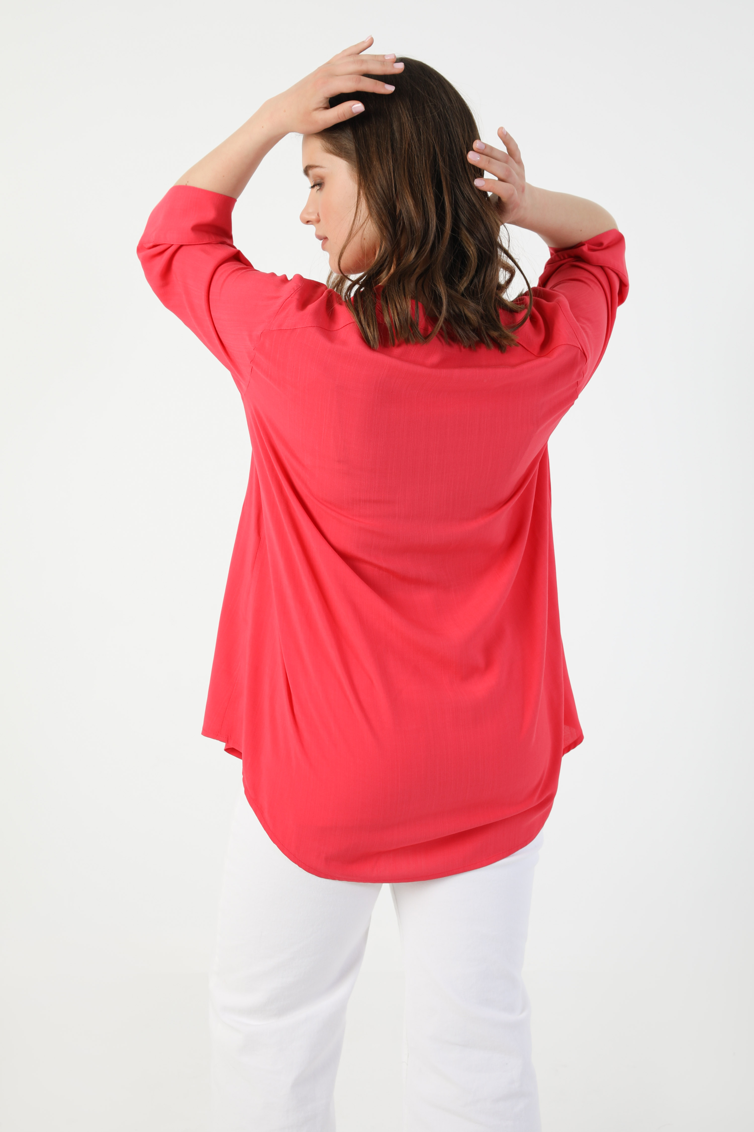 Viscose shirt with wooden button