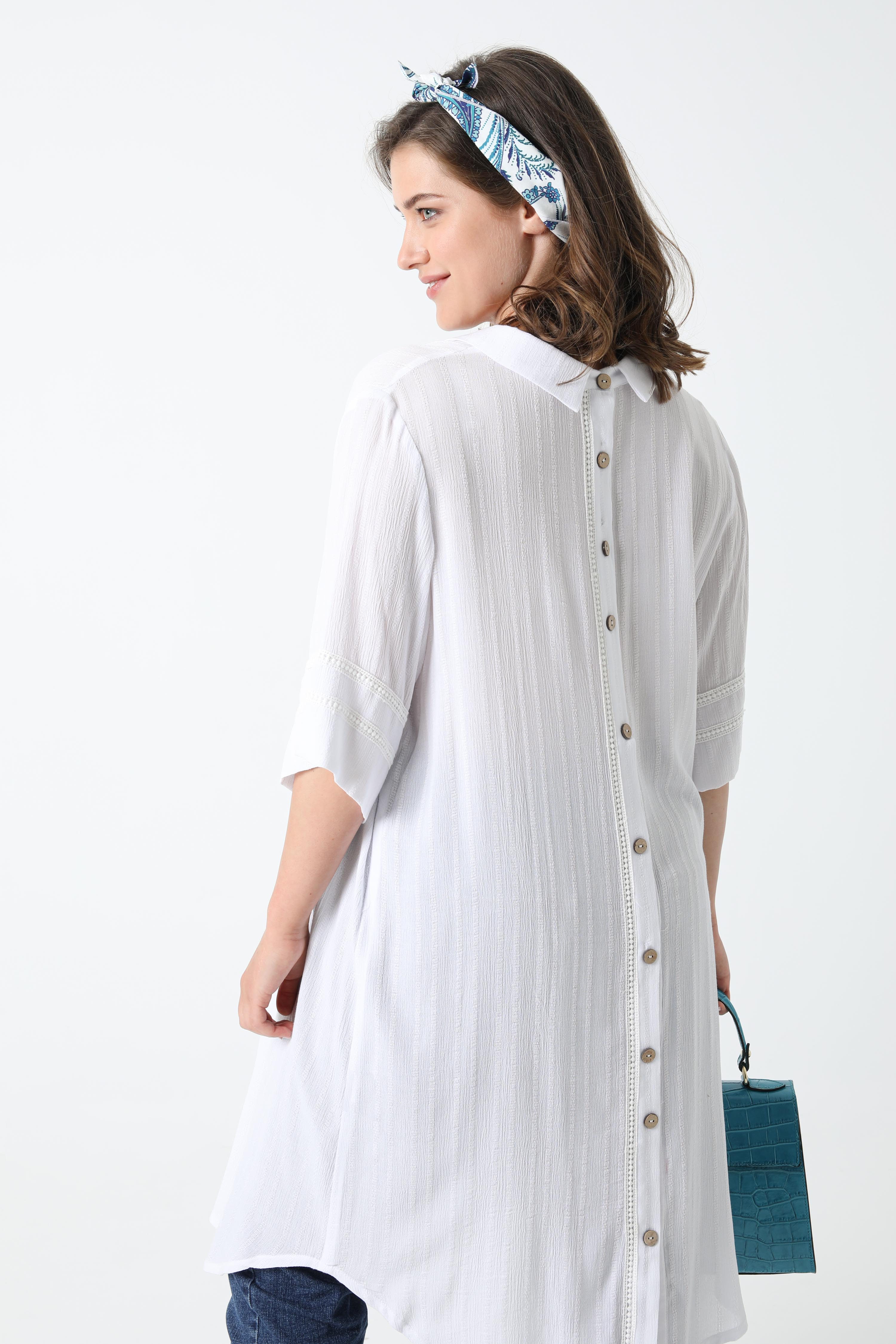 Long shirt in striped effect viscose crepe (shipping April 10/15).