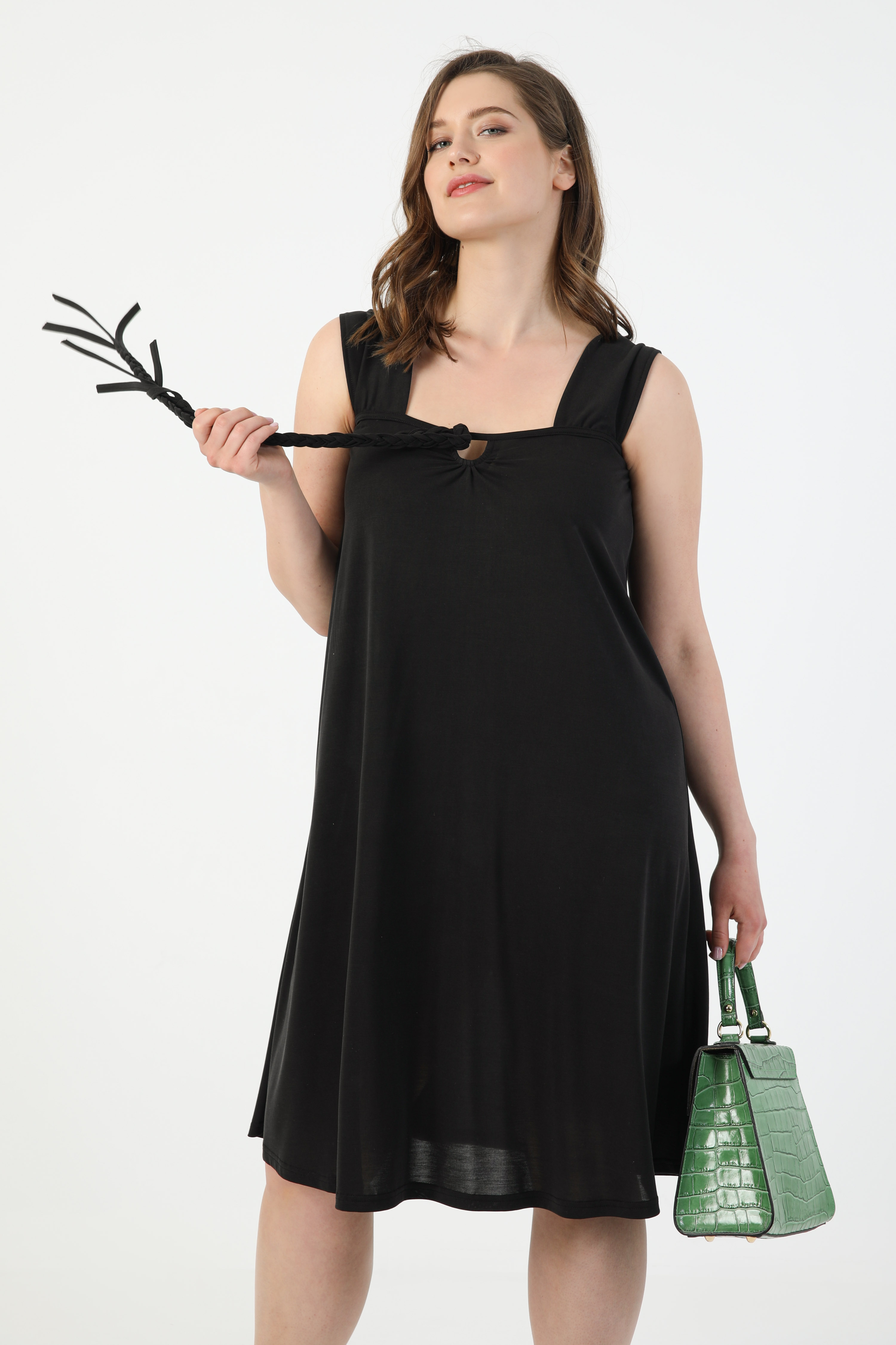 Plain knit dress with braid (expedition June 20/25)