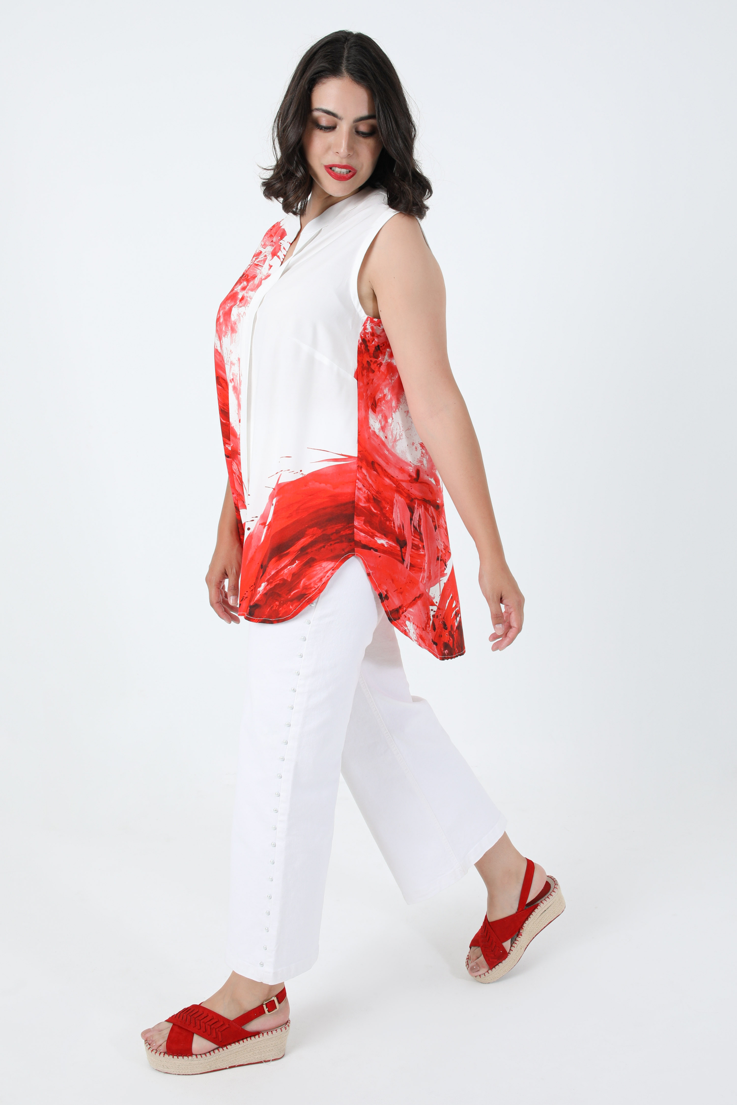 Sleeveless blouse with motif placed in eoko-tex fabric