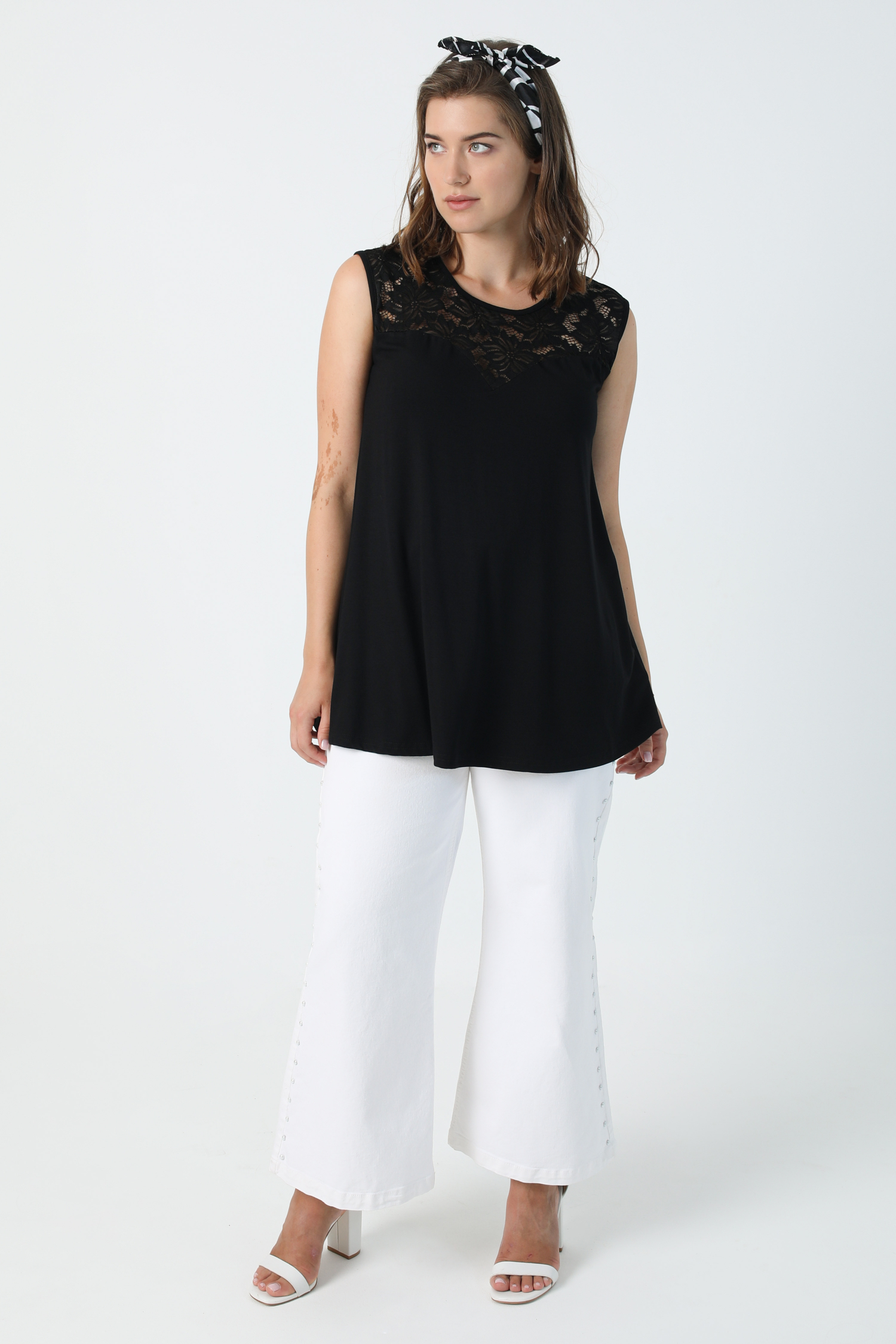 Tank top with lace neckline