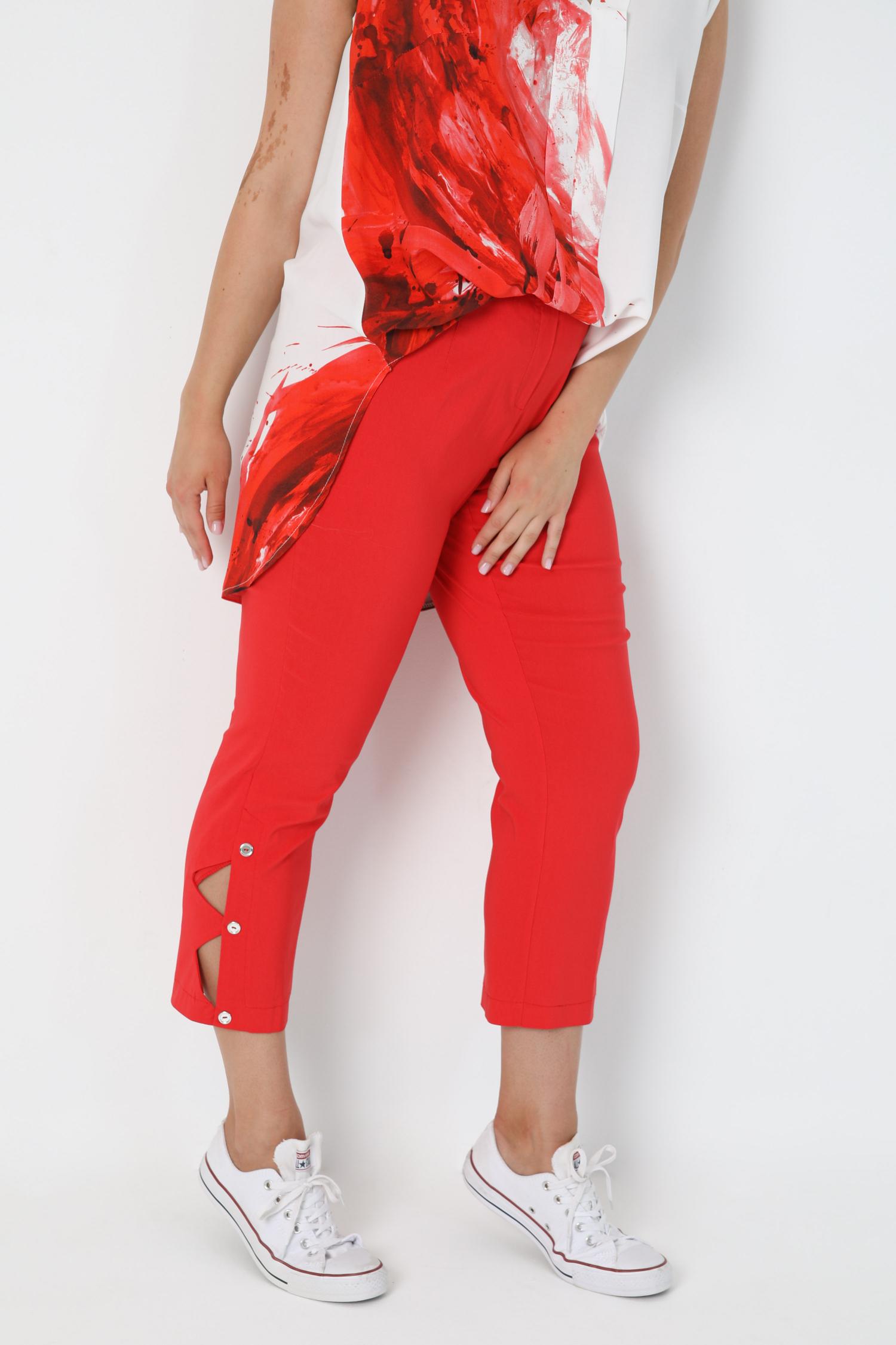 Capri pants cut on the side