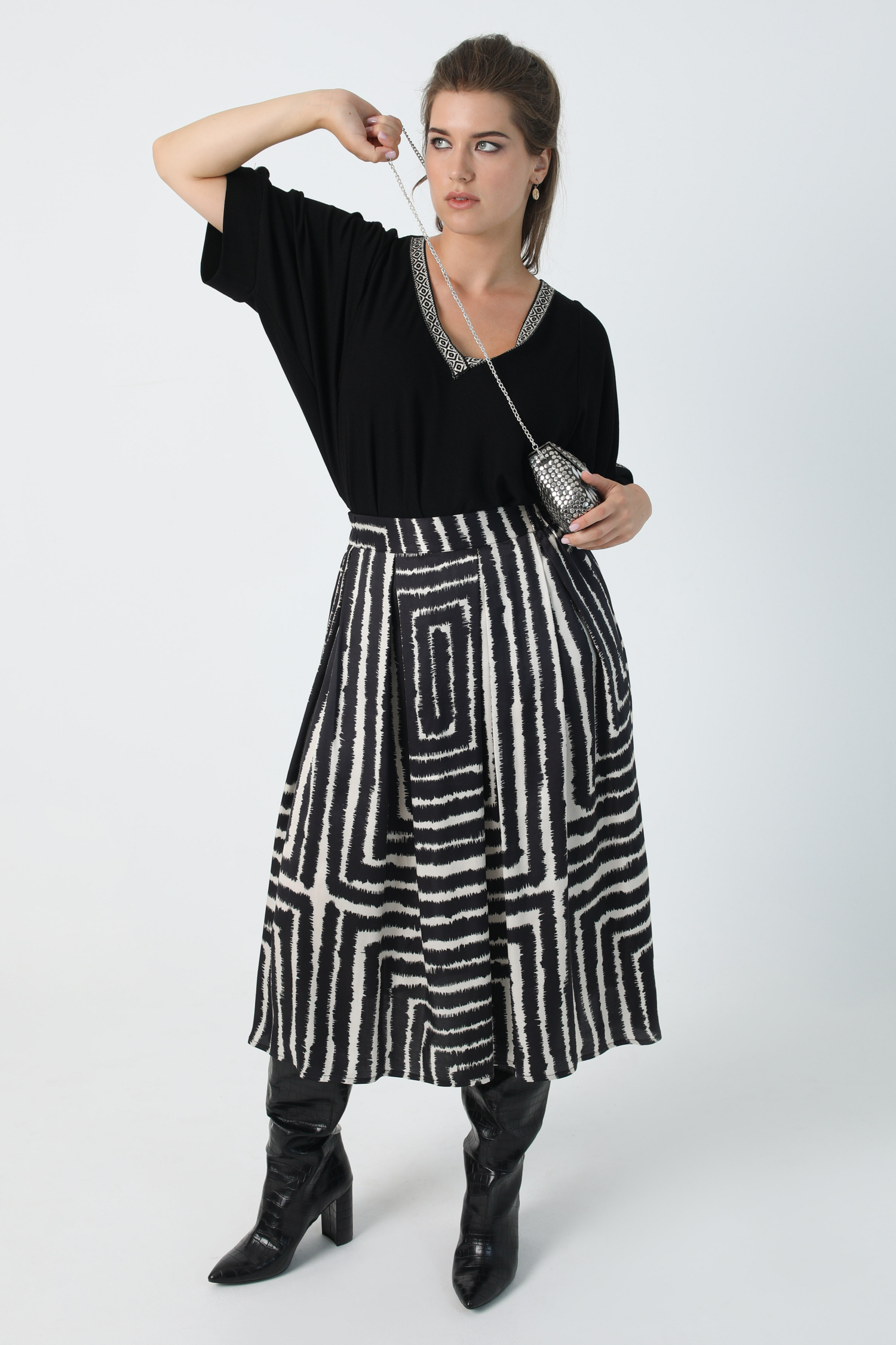 Flared satin skirt printed with oeko-tex fabric (Shipping August 20/25)