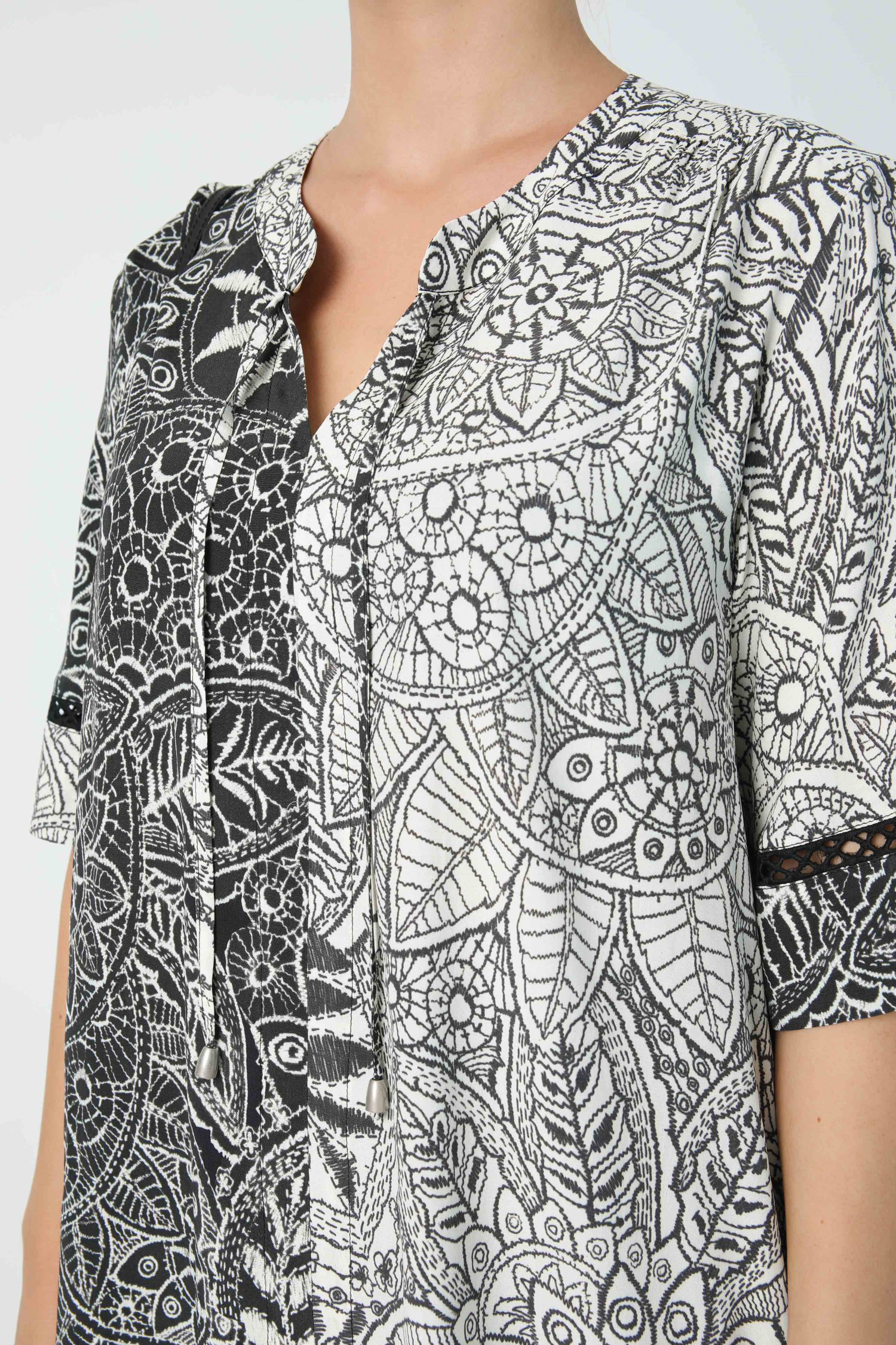 Black and white floral print blouse in oeko-tex fabric