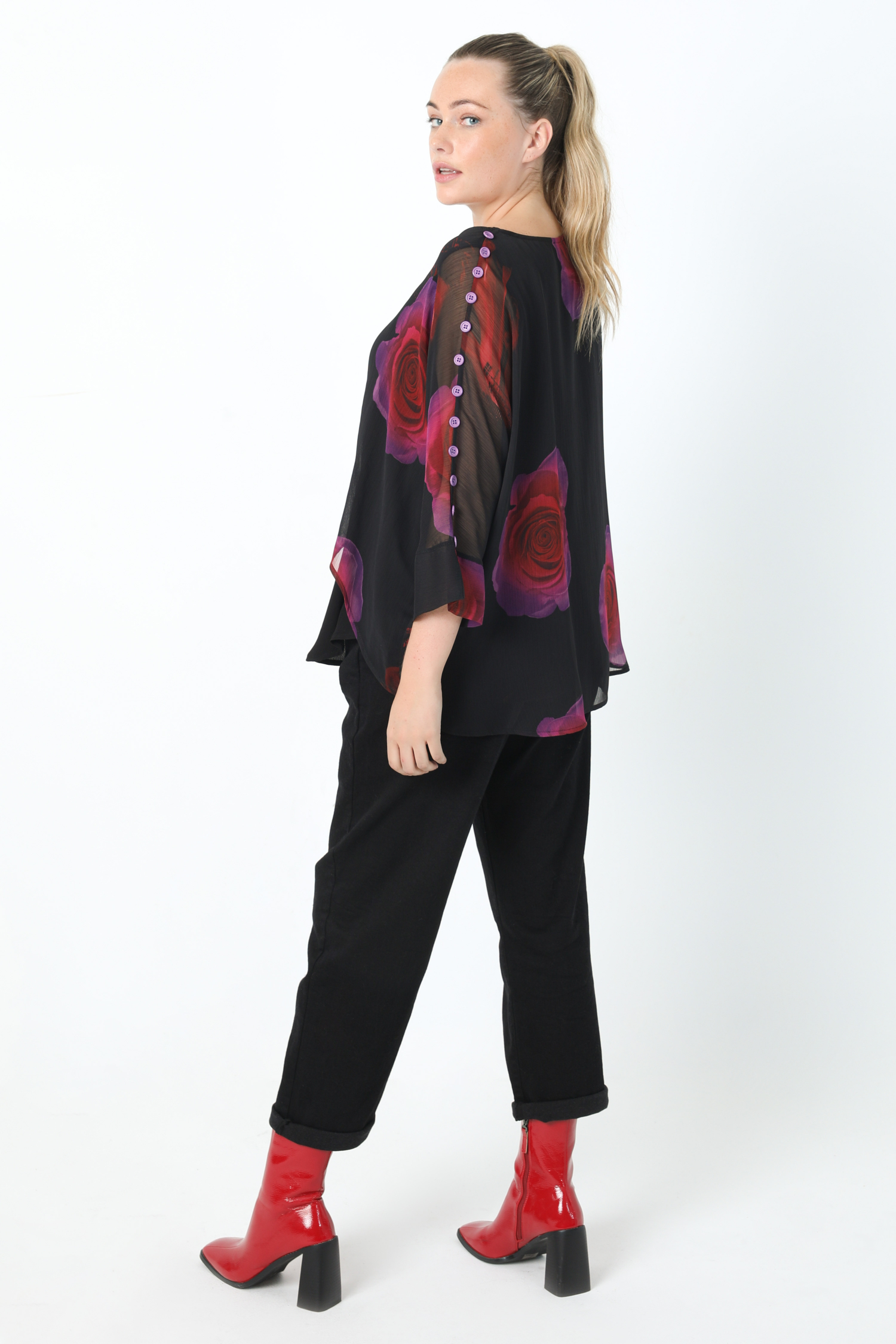 Overlay blouse in veil printed with oeko-tex fabrics