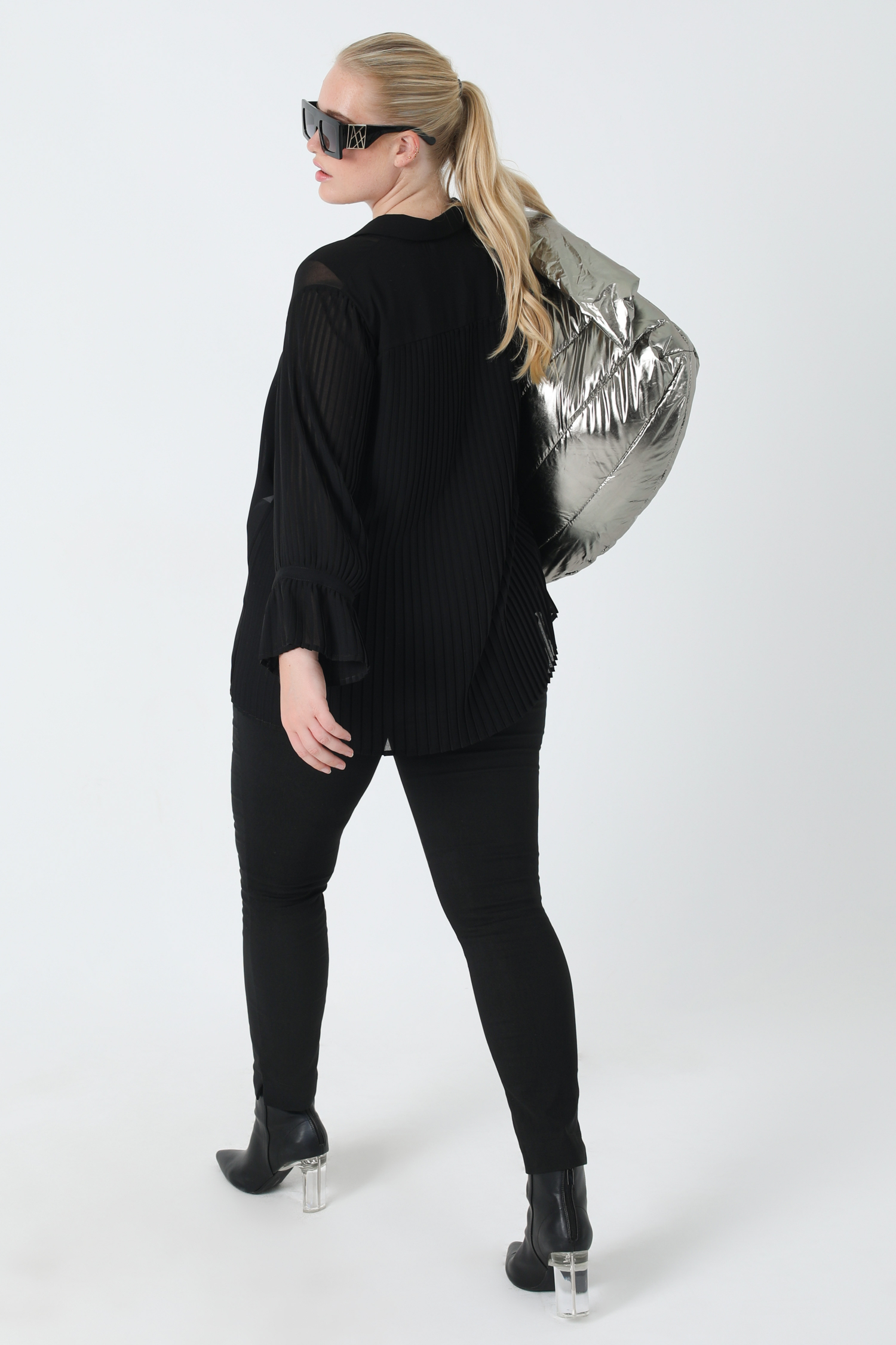 Plain voile shirt with pleated sleeves (Shipping October 5/10)