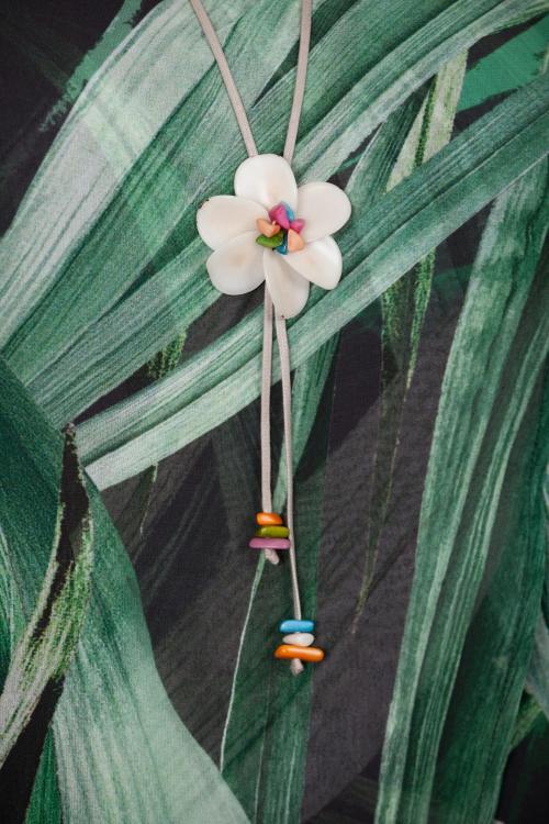 Collier fleur vegetale-Ivoire