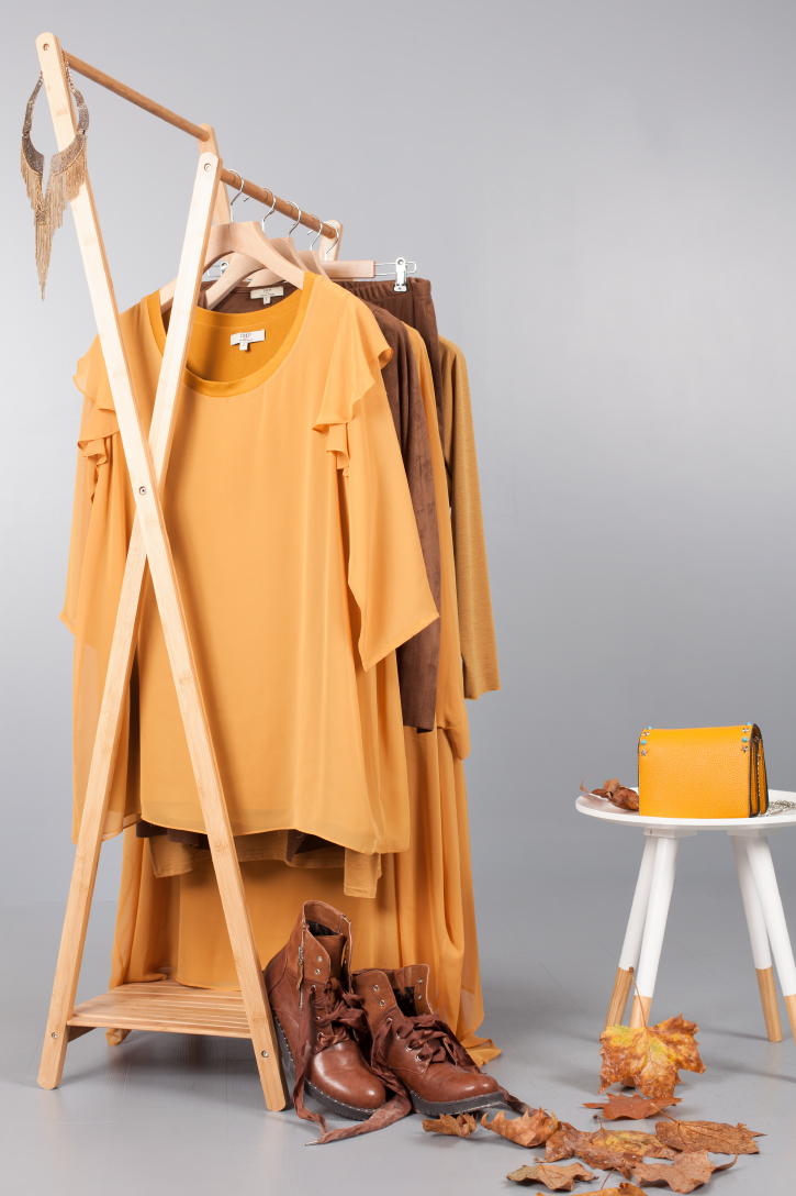 Vêtements et accessoires d'automne, couleur ocre